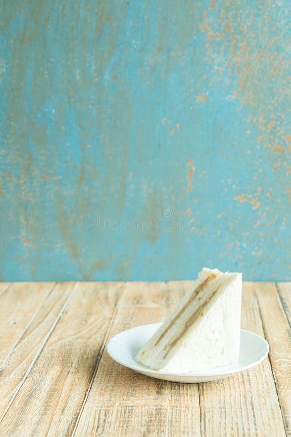 Sandwiche auf dem hölzernen Hintergrund lizenzfreies stockbild