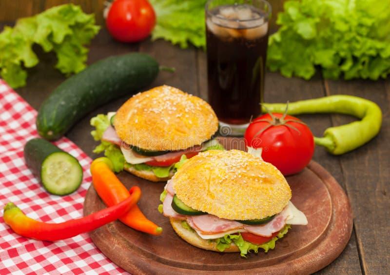 Sandwiche mit Coca Cola stockfoto