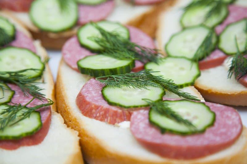 Sandwiches met worst en dille royalty-vrije stock afbeeldingen