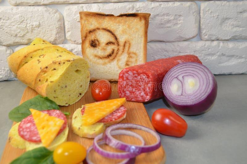 Sandwiches met worst en kaas royalty-vrije stock afbeelding
