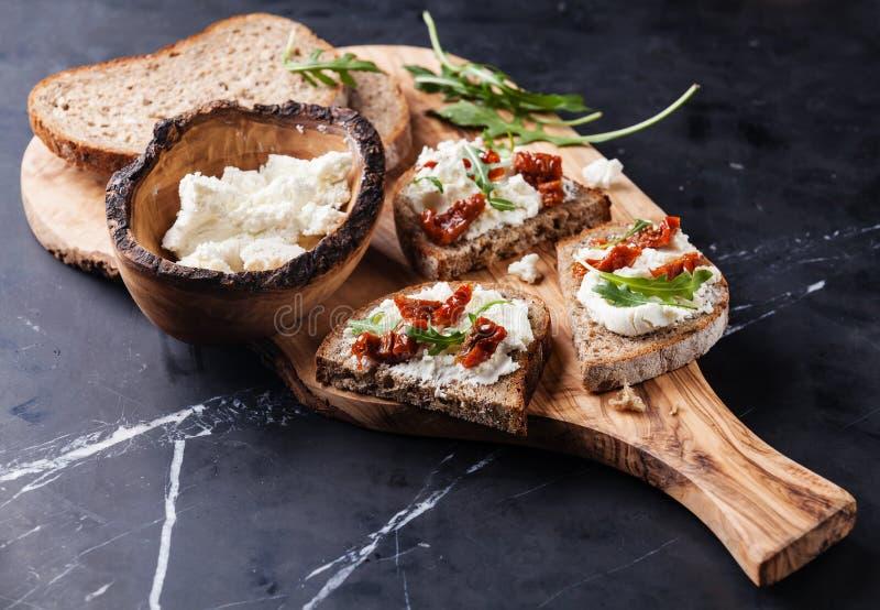 Sandwiches met zachte kaas stock afbeelding