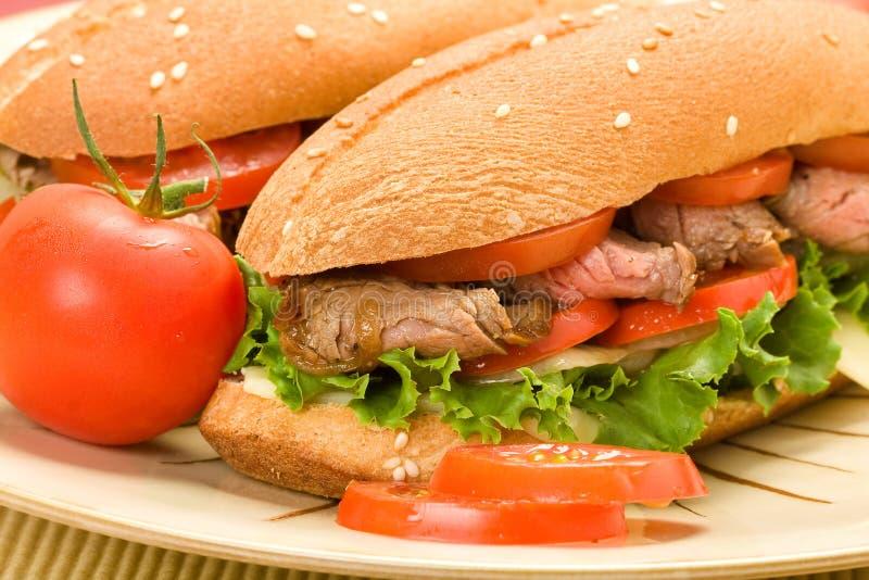 Sandwichs à la viande de plaque photographie stock