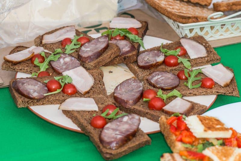 Download Sandwichs photo stock. Image du dîner, jambon, saucisse - 77150034