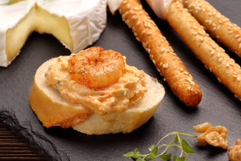 Sandwichs avec les crevettes et la pâte de crevette image stock