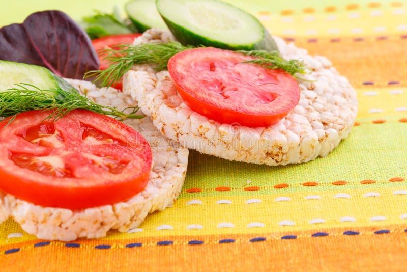 Sandwichs soufflés à biscuits de riz photos stock