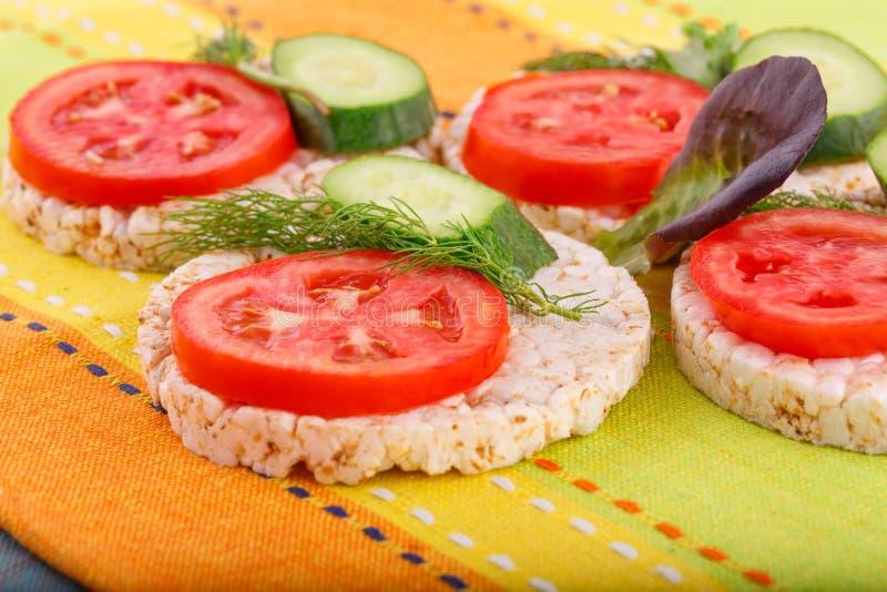 Sandwichs soufflés à biscuits de riz image libre de droits
