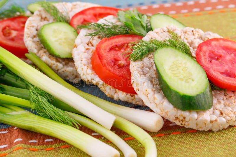 Sandwichs soufflés à biscuits de riz images libres de droits