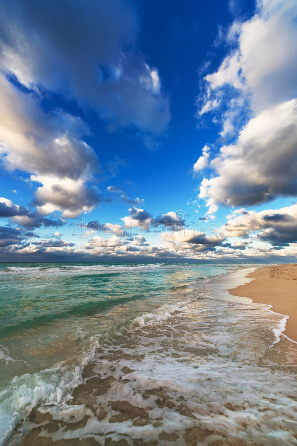 Sandy Beach amarelo bonito fotografia de stock