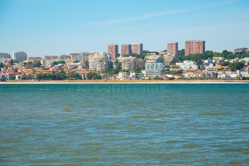 Sandy Beach da reserva natural em Porto, Portugal imagem de stock
