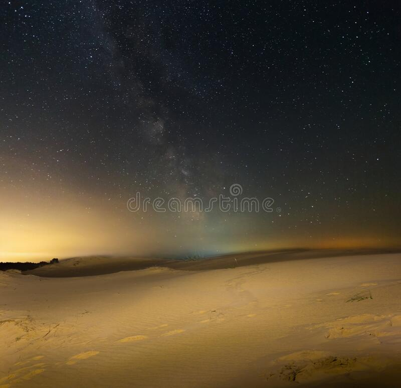 Free Sandy Desert Under A Starry Sky With Milky Way Royalty Free Stock Photos - 215808388