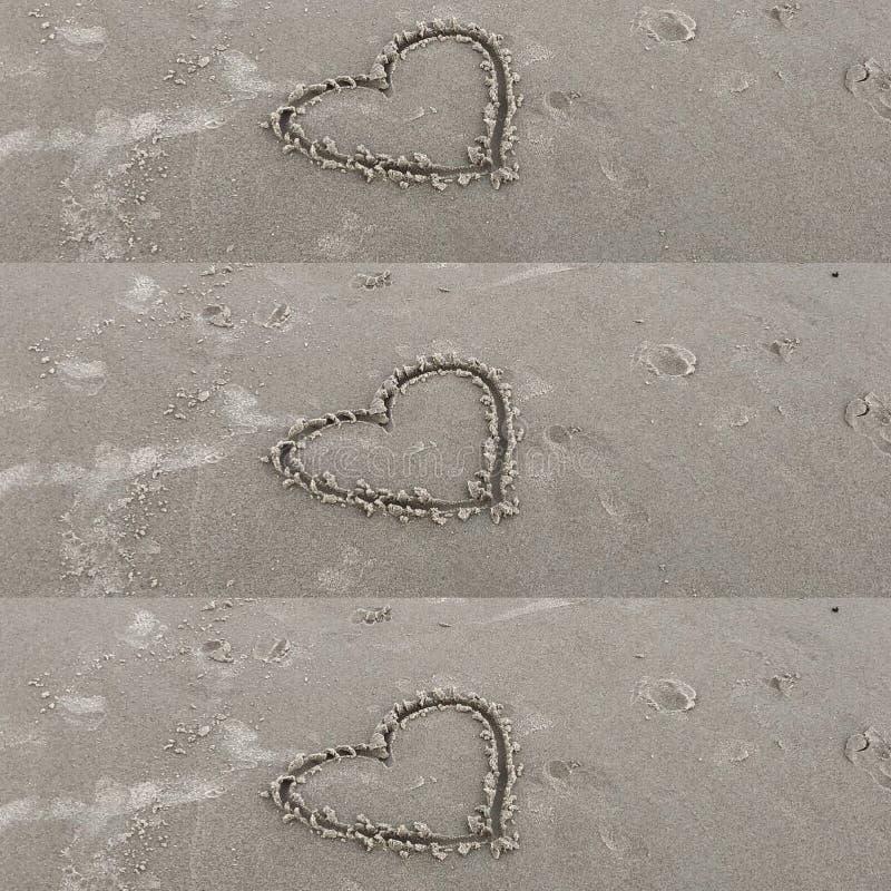 Sandy Hearts par les mains affectueuses photo stock