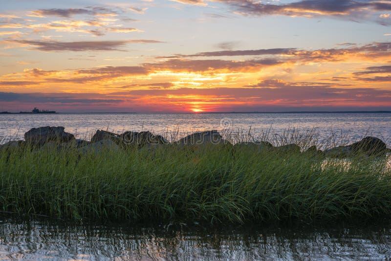 Sandy Hook Bay no por do sol fotos de stock