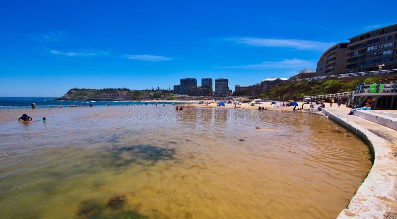 Sandy Ogradzał oceanu basenu, Newcastle plaża, Australia fotografia stock