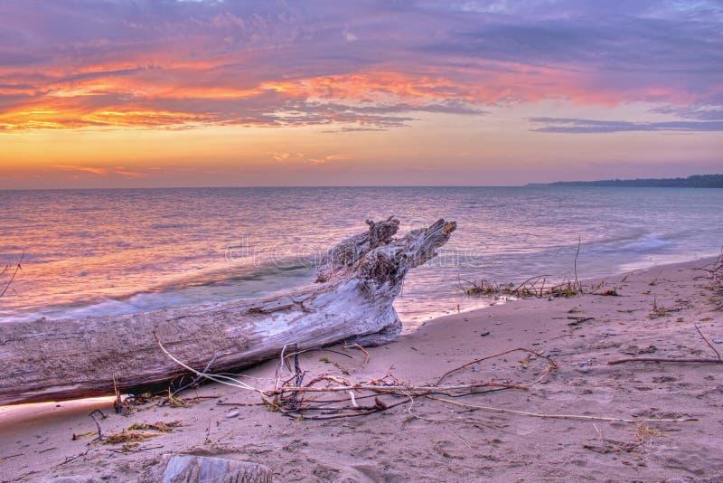 Sandy Remote Beach en een meer Huron Sunset stock afbeeldingen