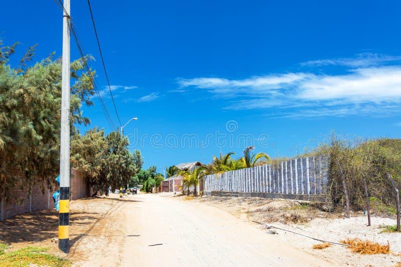 Sandy Road i Mancora, Peru arkivbild