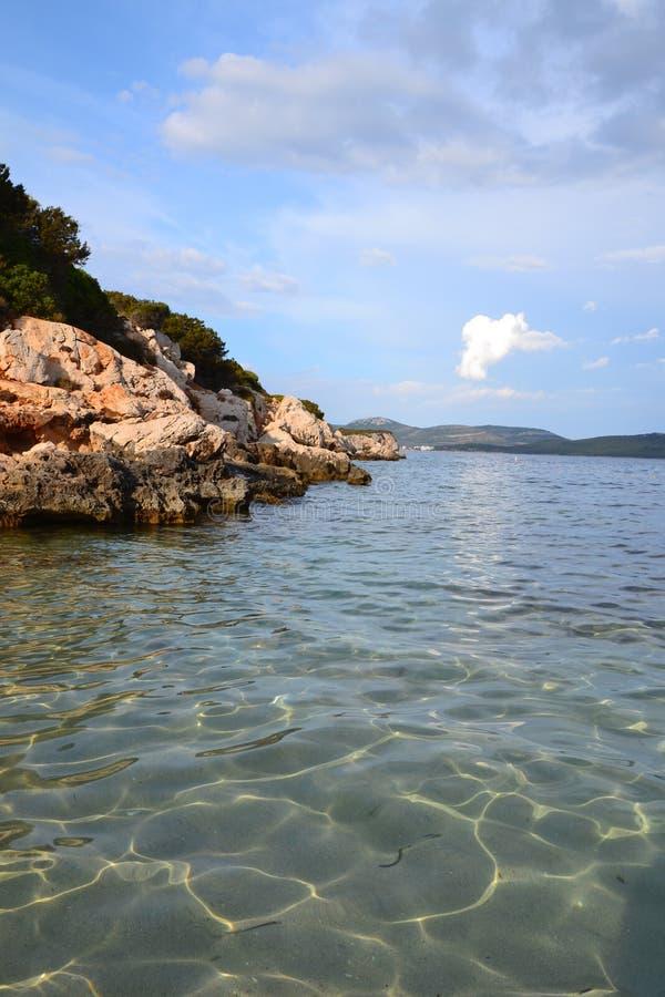 Sandy-Strand Cala Dragunara in Sardinien, Italien lizenzfreies stockbild