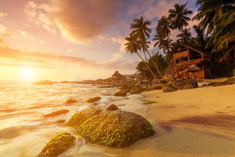 Sandy-Strand an der Dämmerung Sri Lanka lizenzfreies stockbild