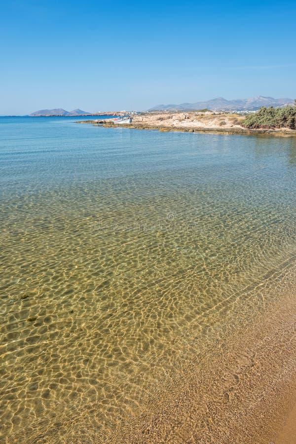 Sandy-Strand mit dem ?berraschen des ruhigen Wassers auf Paros-Insel lizenzfreies stockfoto