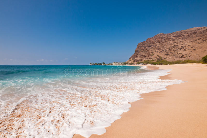 Download Sandy-tropischer Strand stockfoto. Bild von wohnung, hotel - 27733008