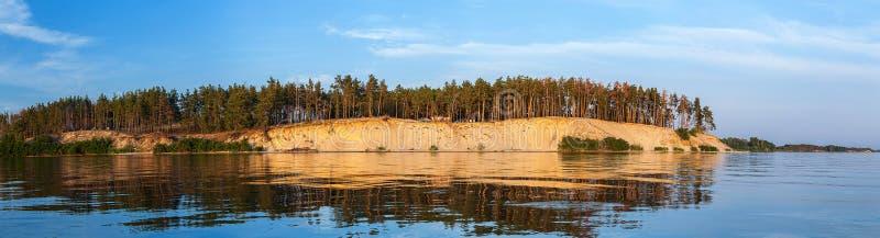 Sandy-Ufer das Kiew-Meer lizenzfreies stockbild