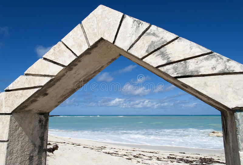 Sandyport strandingång royaltyfria foton