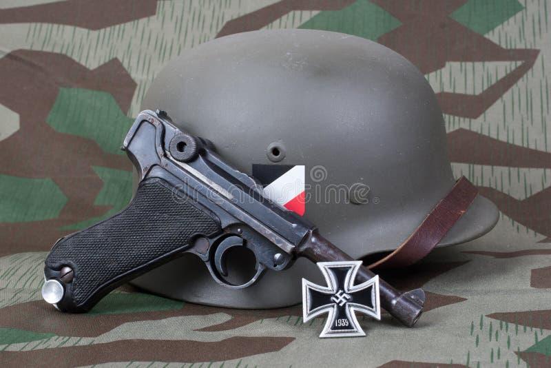 Saneczkarza P08 Parabellum pistolecik, ster i medalu żelazo, Krzyżujemy zdjęcia royalty free