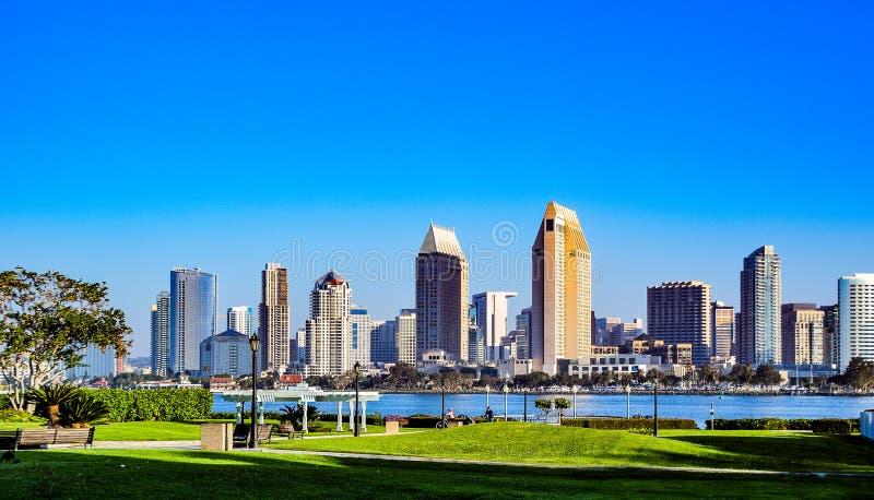 Sanen Diego Skyline som sett från den Coronado ön arkivbilder