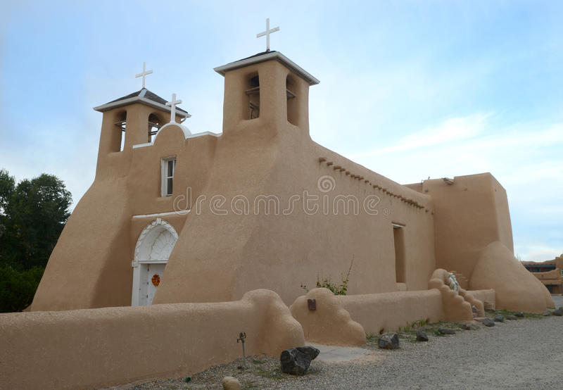 Sanen Francisco de Asis Church i Taos, mjau Mexico fotografering för bildbyråer