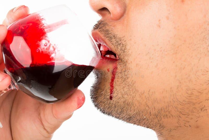 Sang de boissons de vampire de Halloween photos libres de droits