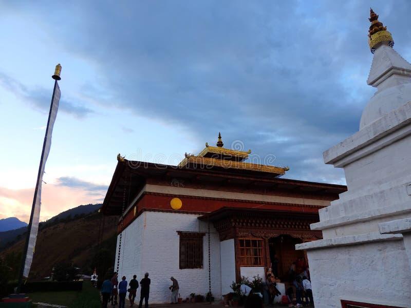 Sangchhen paisible Dorji Lhuendrup Lhakhang, Bhutan pendant le crépuscule photographie stock