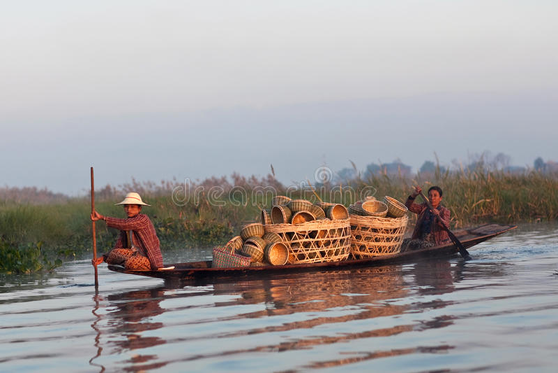 Люди трибы Intha, Myanmar стоковое фото