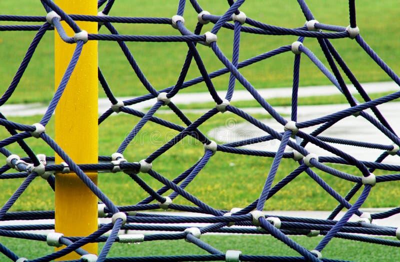 Sangle de câble autour de poteau jaune images libres de droits