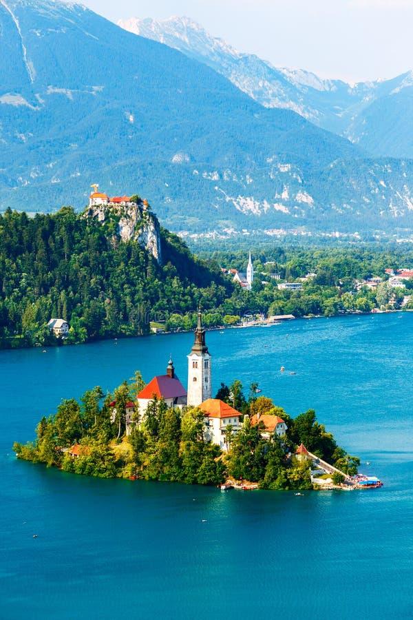 Sangrado con el lago en verano, Eslovenia imagenes de archivo