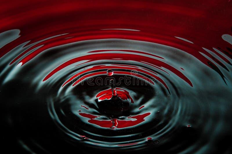 Sangre y gota del petróleo imagenes de archivo