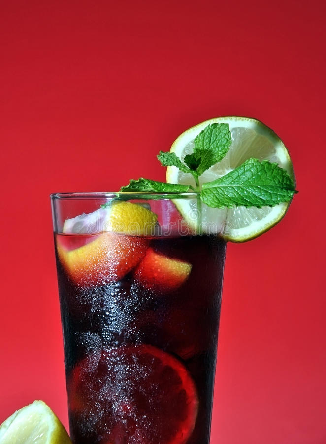 Download Sangria image stock. Image du tropical, pichet, fruits - 45370135