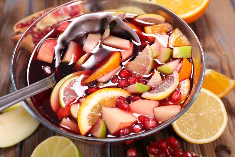 Sangria avec des fruits photos stock