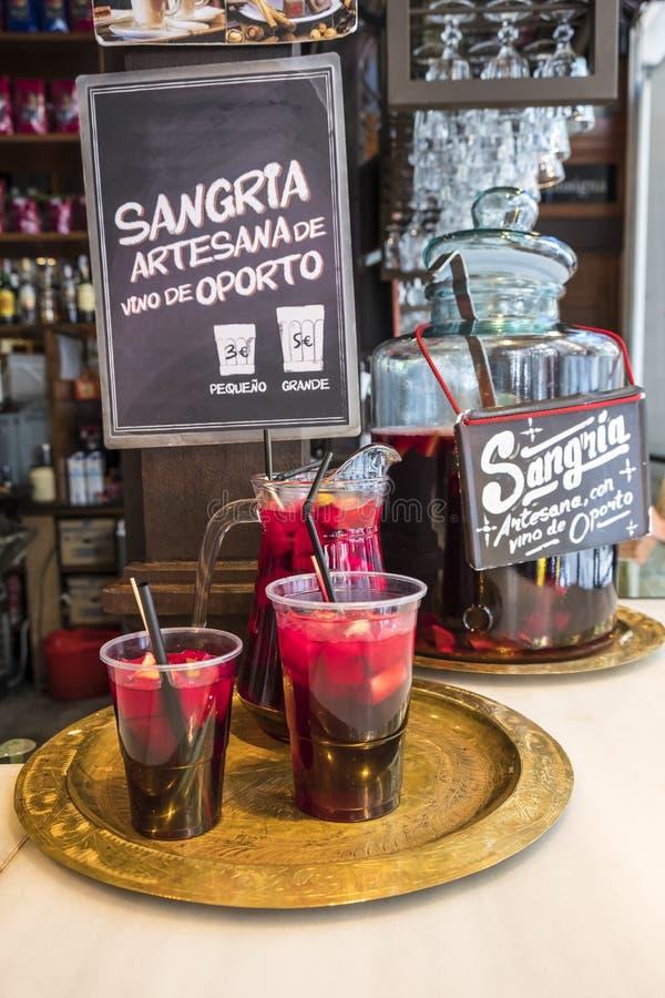 Sangria-Getränk verkaufte in Mercado De San Miguel 2 stockbild