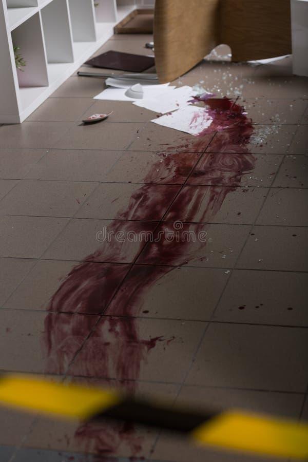 Sangue no assoalho fotografia de stock