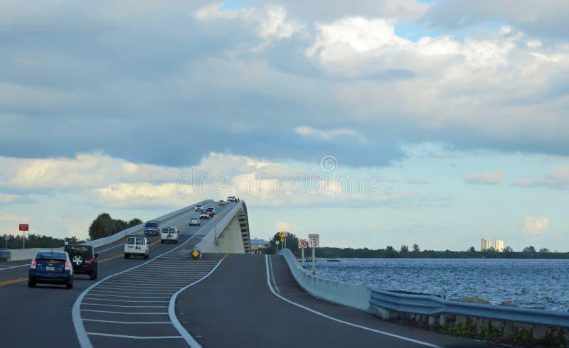 Sanibelverhoogde weg in Florida stock afbeeldingen