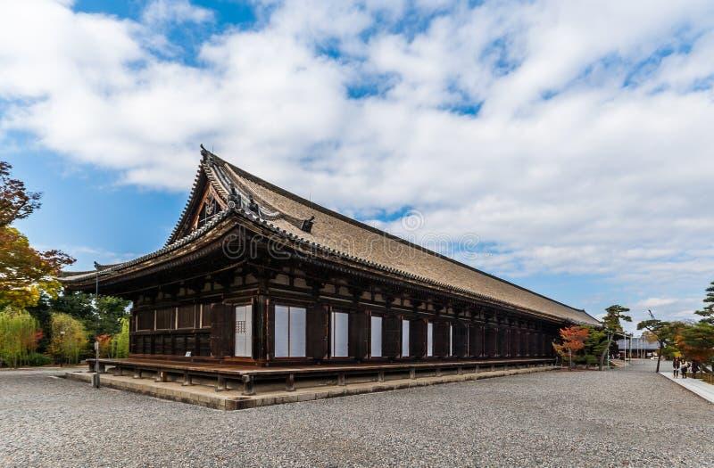 Sanjusangen-faz o templo budista em Kyoto, Japão fotografia de stock royalty free