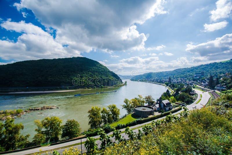 Sankt Goar-Oberwessel par la vallée du Rhin photographie stock libre de droits
