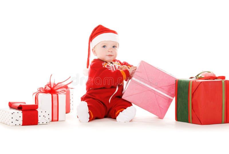 Sankt-Helferschätzchen mit Weihnachtsgeschenken lizenzfreie stockbilder
