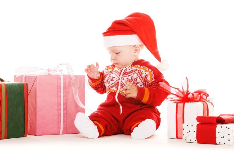Sankt-Helferschätzchen mit Weihnachtsgeschenken stockfoto