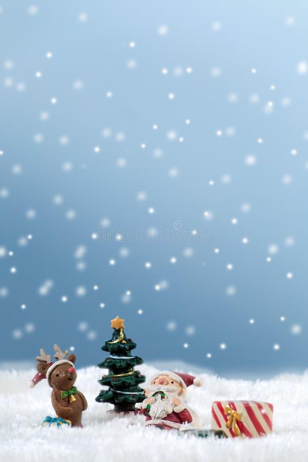 Sankt im Schnee lizenzfreie stockfotos