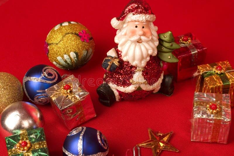 Download Sankt Mit Weihnachtsgeschenken Stockfoto - Bild von einkaufen, feiertage: 12201022