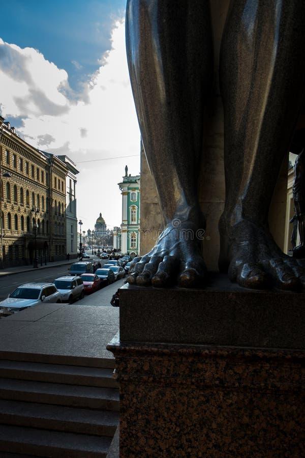 Sankt-Pétersbourg - un raccourci inattendu photo libre de droits