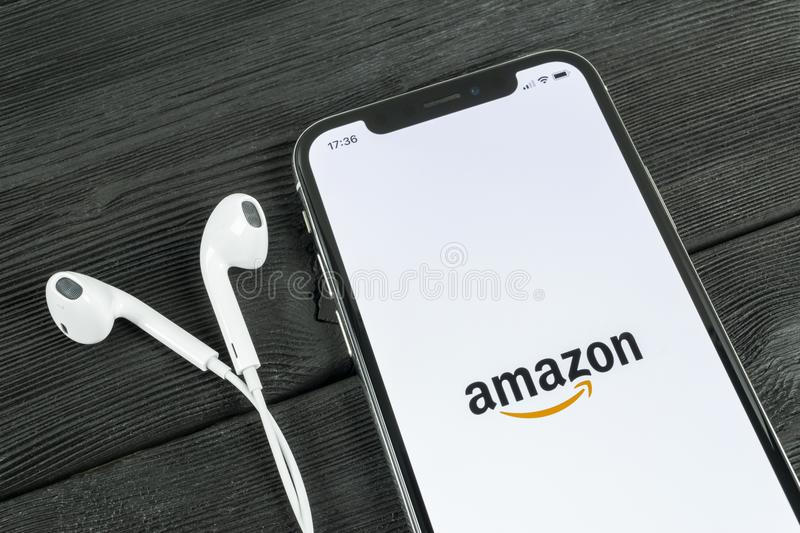Amazon shopping application icon on Apple iPhone X screen. Amazon shopping app icon. Amazon mobile application. Social media netwo. Sankt-Petersburg, Russia, May royalty free stock photography