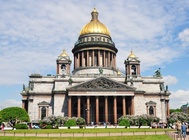 Sankt Petersburgo que sightseeing: Catedral de Isaac imagens de stock royalty free