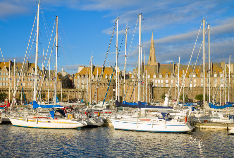 Sanktt Malo marina, Frankrike arkivfoton