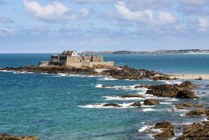 Sanktt Malo strand och hav royaltyfri fotografi